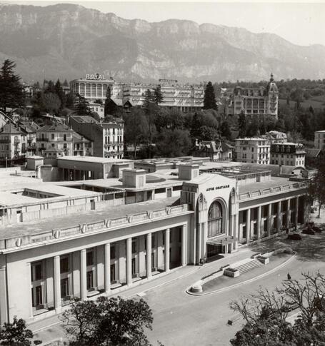 Les thermes vers 1940 for Office de tourisme aix les bains