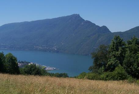 For t de corsuet vue sur le lac du bourget - Office de tourisme le bourget du lac ...
