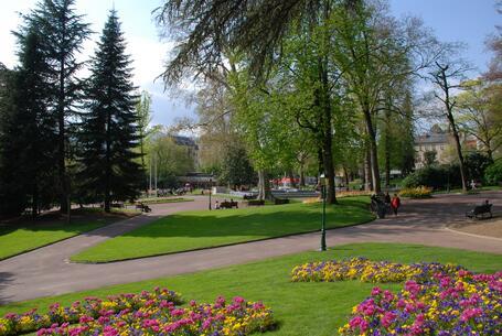 Le parc floral des thermes for Piscine aix les bain